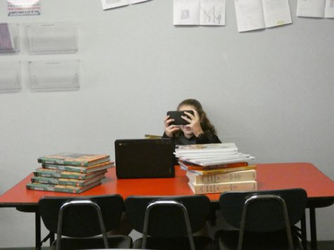 DISTRACTED. A middle school student illustrates how procrastination can happen. Many students avoid doing their work and instead play on their electronic devices. According to research, this is not laziness, but avoidance.