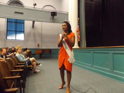 A TENNESSEE PIONEER. Brianna Mason, the first African American Miss Tennessee pageant winner, addresses a group of middle school students.