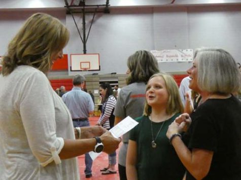 WHAT WILL WE LEARN? Liesel Watkins speaks with her newest student, Anna Owen, and her mother during open house. One of the first questions most students ask their teachers is how they will be graded.